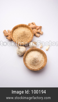 Ginger Garlic Powder with whole ginger and garlic