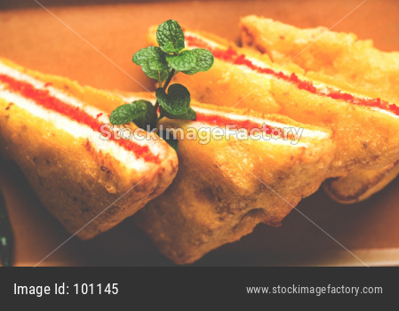 Sandwich Bread Pakora / triangle shape bread pakoda