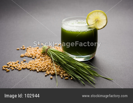 Wheat grass juice with lemon slice