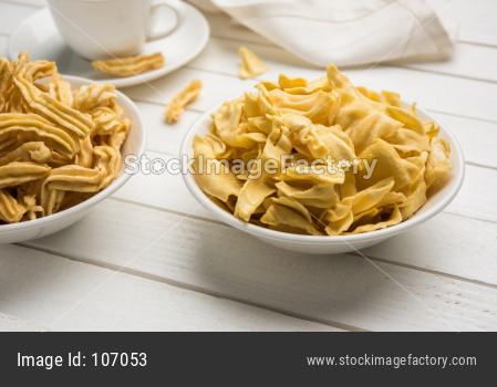 Ganthiya or Gathiya Papdi snack with tea