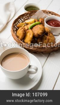 Aloo Pakoda / Pakora OR Batata Bhajji