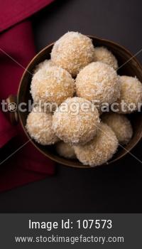 Coconut Sweet Laddoo OR Nariyal Laddu