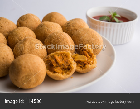 Dry fruit Kachori or Kachauri