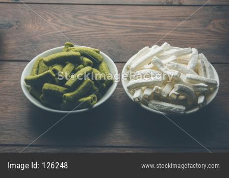 crispy potato stick snacks plain and spinach flavour, macaroni style