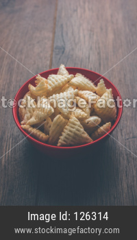 Triangle shape Fryums Papad