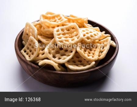 Square shape checkered Fryums Papad