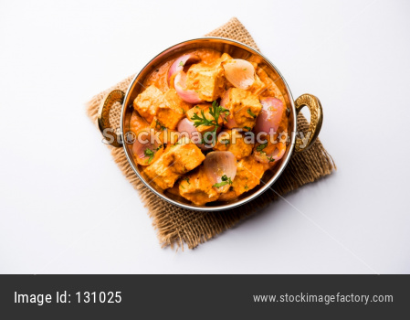 Paneer Do Pyaza  is a popular punjabi vegetarian recipe using cubes of cottage cheese  with lots of onion in a gravy