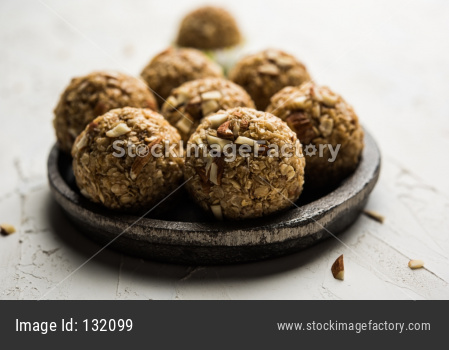 Oats laddu / Ladoo or Protein Energy balls