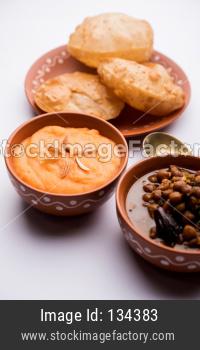 Shira Poori OR Suji/Sooji Halwa Puri