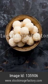 Coconut Sweet Laddoo OR Nariyal Laddus