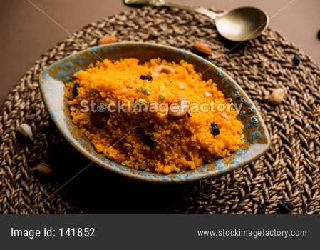 Badaam kesar shira / Sheera or almond saffron halwa