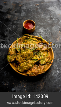 Crispy Palak/spinach Leaves pakoda or pakoda