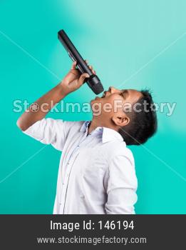 Little indian boy singing in Mic