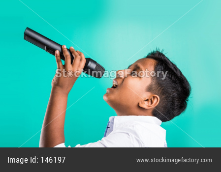 Little indian boy singing in Mic