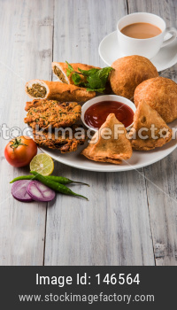 Coriander / Kothimbir vada, Samosa, Kachori, Daal Vada are favourite Indian tea time snacks. selective focus