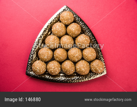 Tilgul / Til Gul laddu OR Sesame sweet ball and cake or Vadi