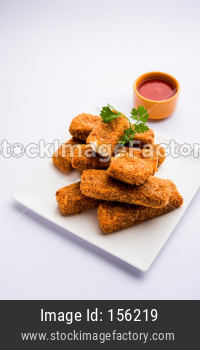 Kurkuri paneer fingers or pakora/pakoda snacks also known as Crispy Cottage Cheese Bars, served with tomato ketchup as a starter