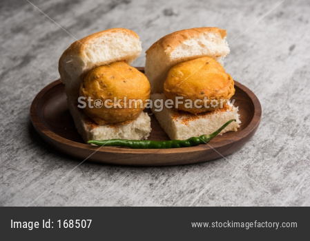 Egg Vada Pav or Anda  Wada Paav / Pao is a non-Vegetarian Fast Food Dish From Maharashtra, India